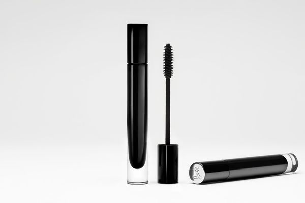 La Bouche Rouge raises funds, launches mascara in glass packaging